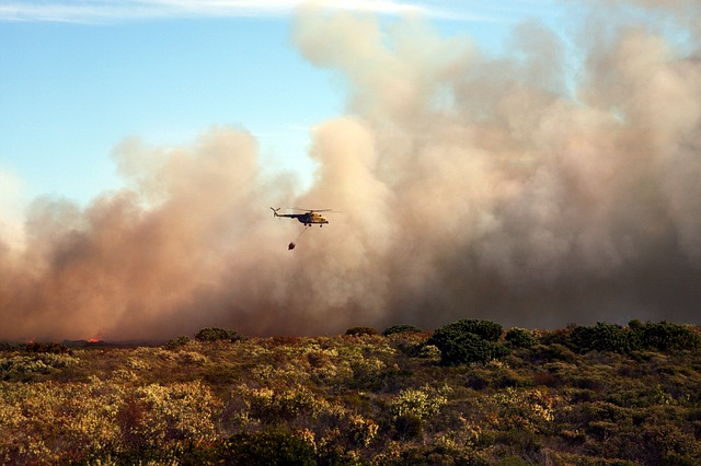 https://pixabay.com/photos/bush-fire-helicopter-fire-smoke-3806345/