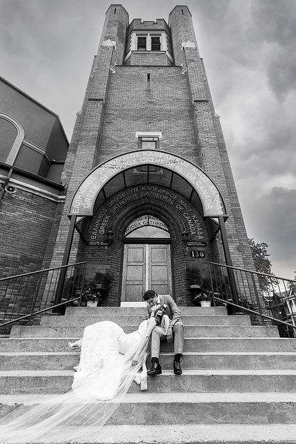 https://pixabay.com/photos/couple-wedding-bride-groom-church-2031964/