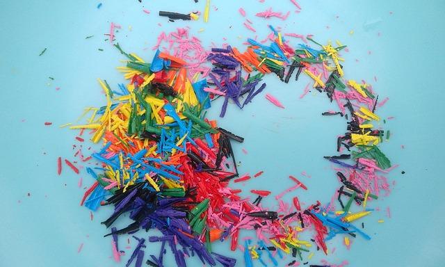 https://pixabay.com/photos/crayons-colorful-creativity-1682273/