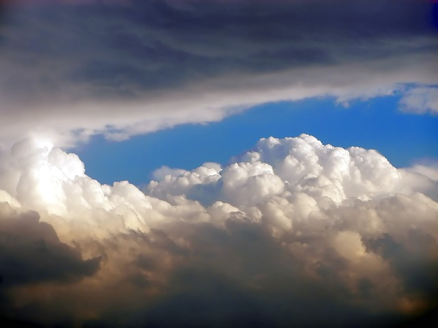https://pixabay.com/photos/sky-clouds-nature-light-grey-649341/