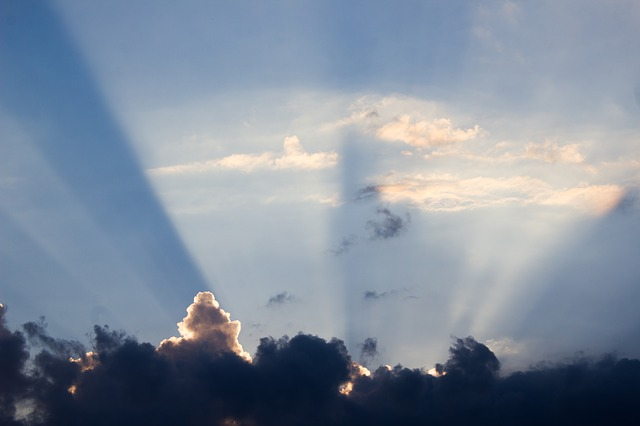 https://pixabay.com/photos/sun-rays-sunbeam-dusk-atmosphere-3684786/