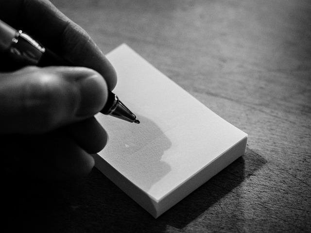 https://pixabay.com/photos/block-write-pen-office-desk-pad-956467/