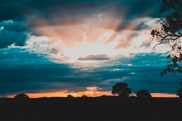 https://pixabay.com/photos/dawn-farm-agriculture-sky-summer-4358611/