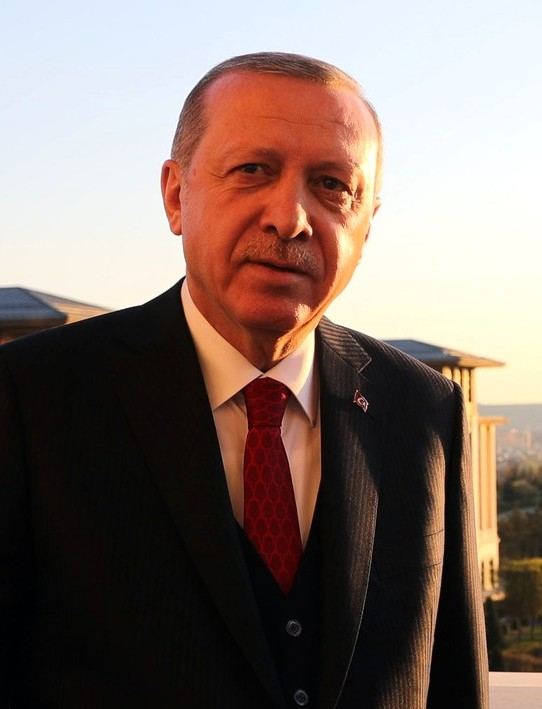https://upload.wikimedia.org/wikipedia/commons/0/02/Recep_Tayyip_Erdo%C4%9Fan%2C_2018_%28cropped%29.jpg