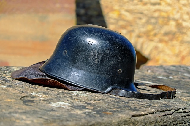 https://pixabay.com/photos/stahlhelm-war-harmony-war-relic-1618442/