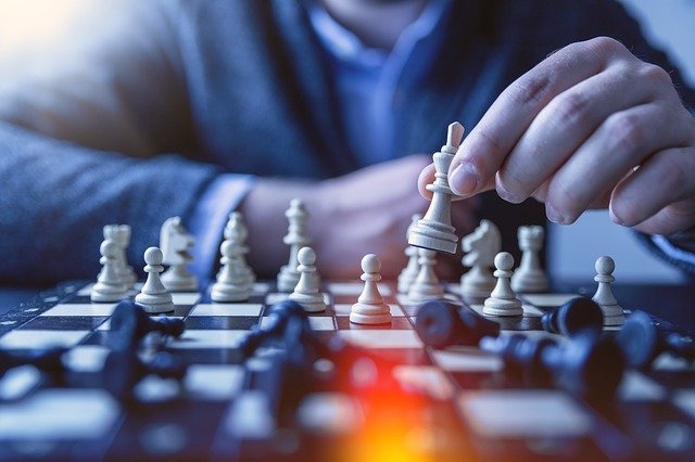 https://pixabay.com/photos/chess-pawn-gameplan-queen-game-3325010/