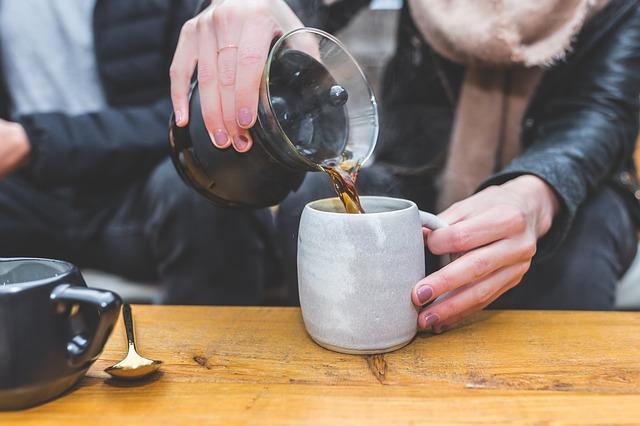 https://pixabay.com/photos/coffeemaker-black-brewed-coffee-2557550/
