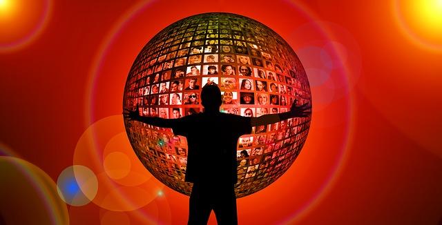 https://pixabay.com/photos/hug-silhouette-human-faces-2709639/