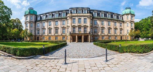 https://pixabay.com/photos/the-ftc-bogenhausen-munich-court-4478498/