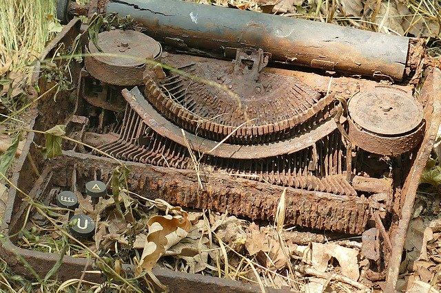 https://pixabay.com/photos/typewriter-old-rots-nature-1672334/