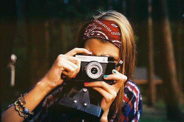 https://pixabay.com/photos/woman-photographer-photographer-1245761/