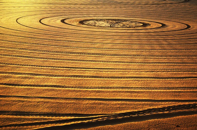 https://pixabay.com/de/photos/sand-kreise-sun-licht-inspiration-1442624/