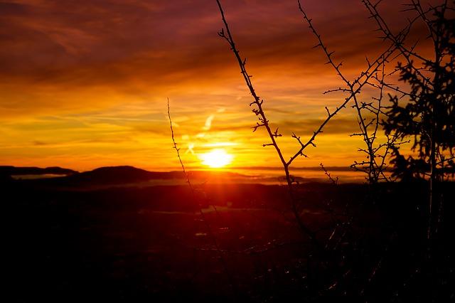 https://pixabay.com/photos/sunset-evening-dusk-evening-sun-3419277/