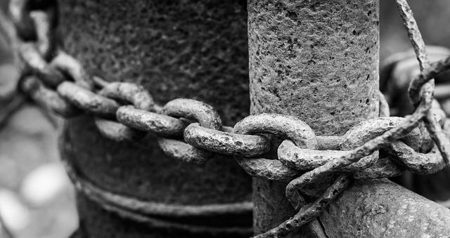 https://pixabay.com/de/photos/spalte-kette-sicherheit-geschlossen-1726291/