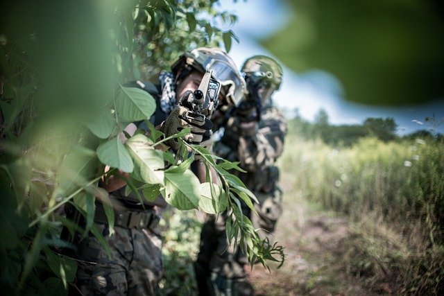 https://pixabay.com/de/photos/soldat-der-krieg-die-armee-konflikt-4771922/