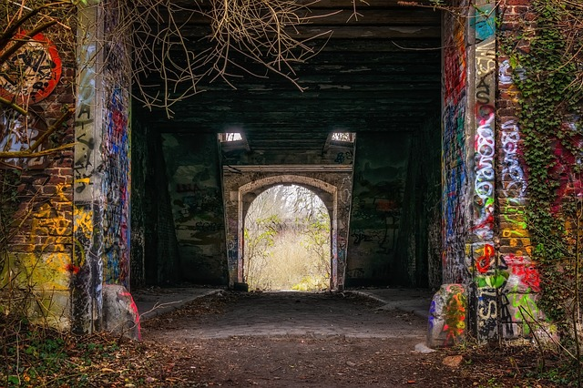 https://pixabay.com/de/photos/tunnel-eingang-lost-places-urbex-3942770/