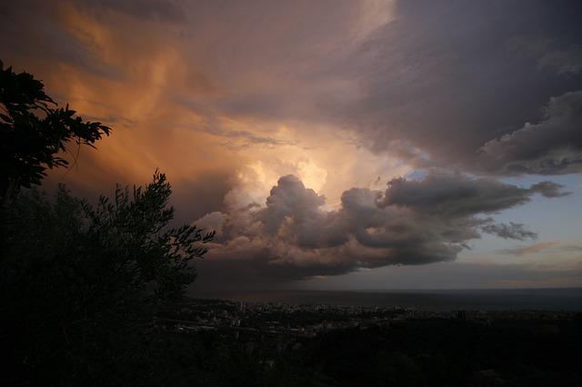 https://pixabay.com/de/photos/schlechtem-wetter-gewitter-ligurien-2773001/