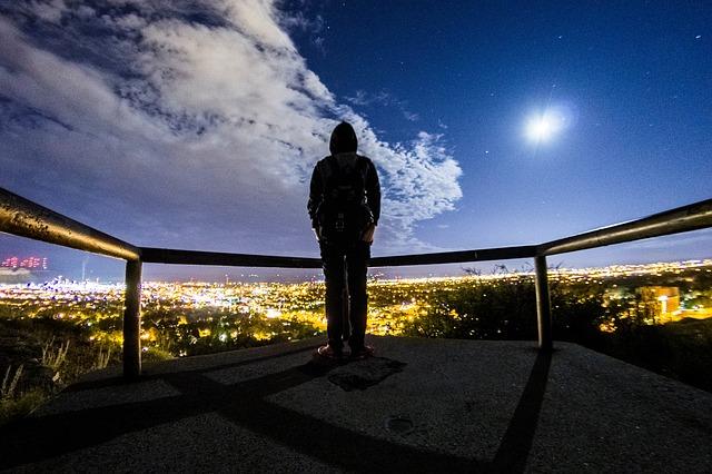 https://pixabay.com/de/photos/blau-himmel-wolken-stern-stadt-2601720/