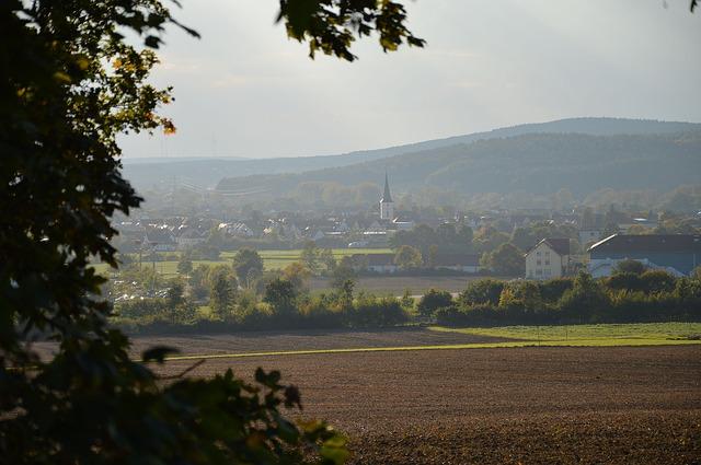 https://pixabay.com/de/photos/landschaft-dorf-ortschaft-herbst-1051182/