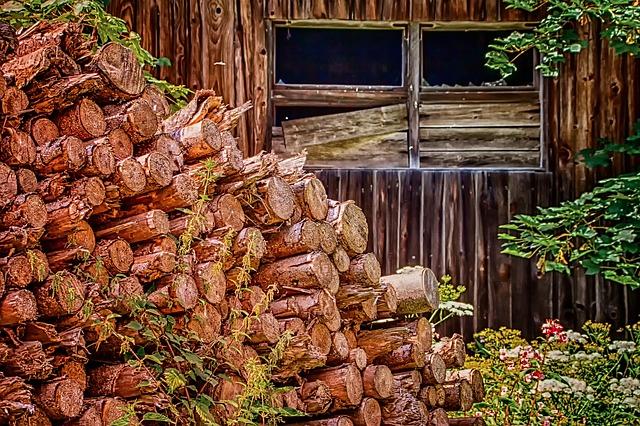 https://pixabay.com/de/photos/natur-holzstapel-architektur-3626805/
