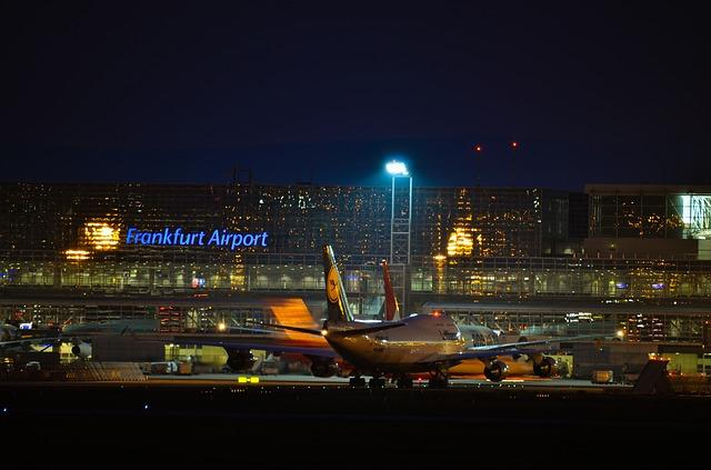 https://pixabay.com/de/photos/frankfurt-flughafen-fraport-boeing-2364914/