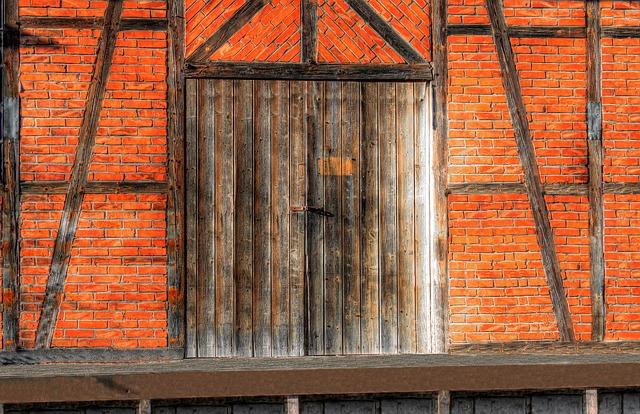 https://pixabay.com/de/photos/rampe-laderampe-alter-bahnhof-alt-2757006/