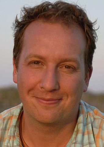 https://upload.wikimedia.org/wikipedia/commons/thumb/d/da/J%C3%B6rg_L%C3%BChdorff_Portrait.jpg/341px-J%C3%B6rg_L%C3%BChdorff_Portrait.jpg