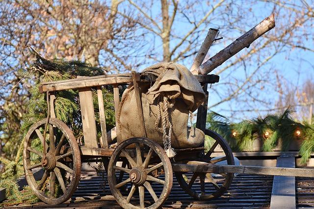 https://pixabay.com/de/photos/leiterwagen-holz-antik-wagenrad-1081417/
