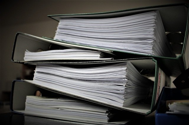 https://pixabay.com/de/photos/b%C3%BCrokratie-aktenordner-papierkram-2106924/