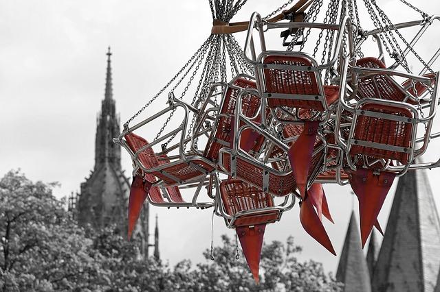https://pixabay.com/de/photos/kettenkarussell-karussell-frankfurt-1029312/