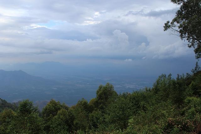 https://pixabay.com/de/photos/regnerisch-dichten-wolken-2646827/