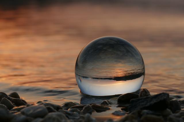 https://pixabay.com/de/photos/sonnenuntergang-see-glaskugel-3949763/