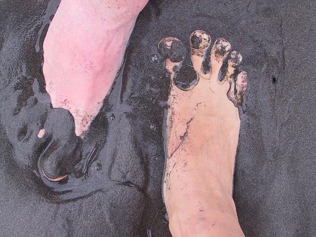 https://pixabay.com/de/photos/f%C3%BC%C3%9Fe-schlamm-sand-vulkan-erde-289001/