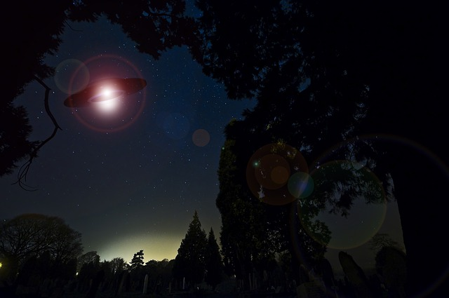 https://pixabay.com/de/illustrations/ufo-extraterrestrische-609602/