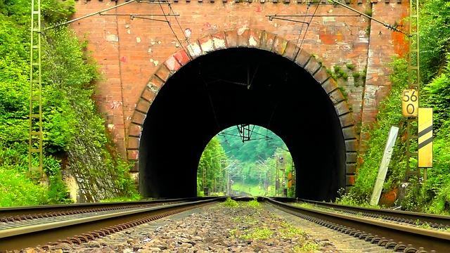 https://pixabay.com/de/photos/tunnel-eisenbahntunnel-b%C3%B6gen-362702/