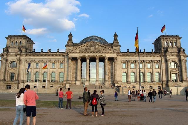 https://pixabay.com/de/photos/reichstag-berlin-kuppel-deutschland-1718813/