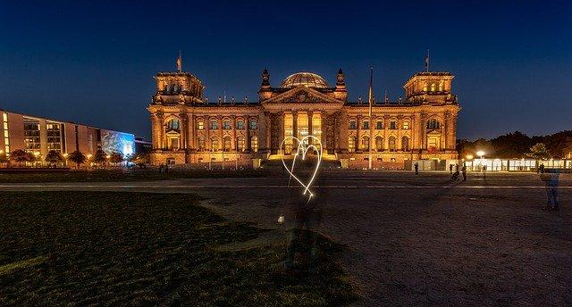 https://pixabay.com/de/photos/bundestag-reichstag-hauptstadt-442637/