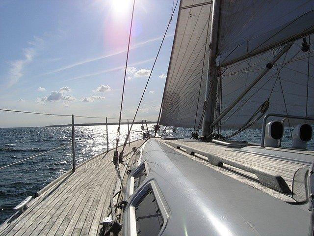 https://pixabay.com/de/photos/segelyacht-sonne-meer-segelschiff-742320/