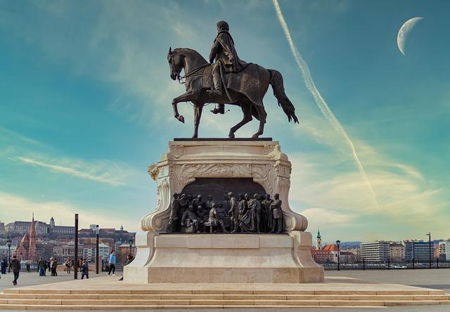 https://pixabay.com/de/photos/statue-budapest-parlament-ungarn-5317412/