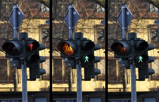 https://pixabay.com/de/photos/ampel-signal-fu%c3%9fg%c3%a4nger-verkehr-876045/