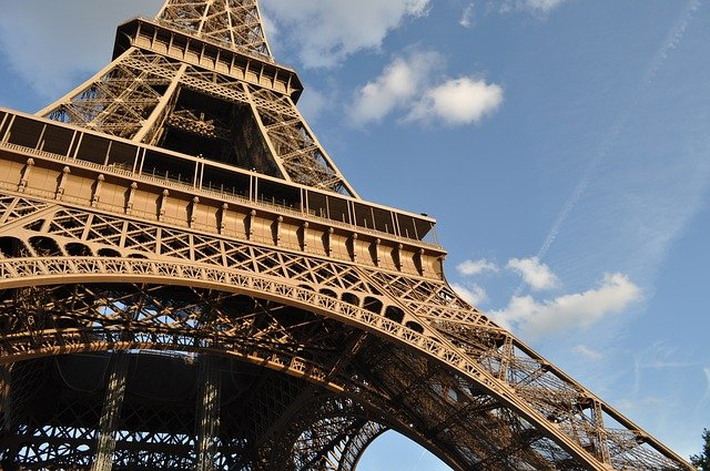 https://pixabay.com/de/photos/reisen-paris-stadt-des-lichts-turm-2902737/