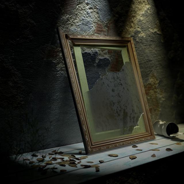 https://pixabay.com/de/photos/rahmen-bilderrahmen-glas-gebrochen-5748908/