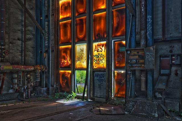 https://pixabay.com/de/photos/lost-places-halle-urbex-verlassen-3632995/