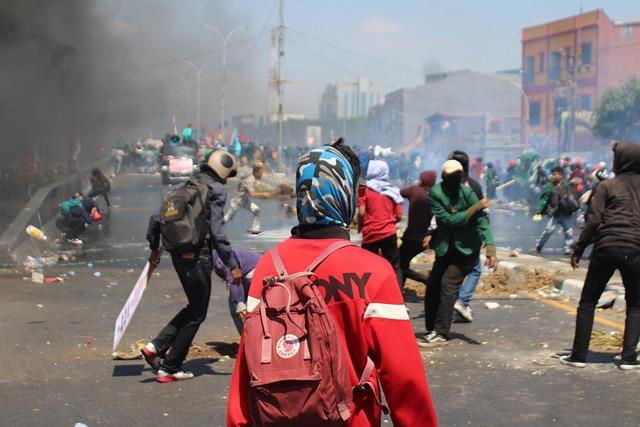 https://pixabay.com/de/photos/riot-protest-demonstration-5141888/