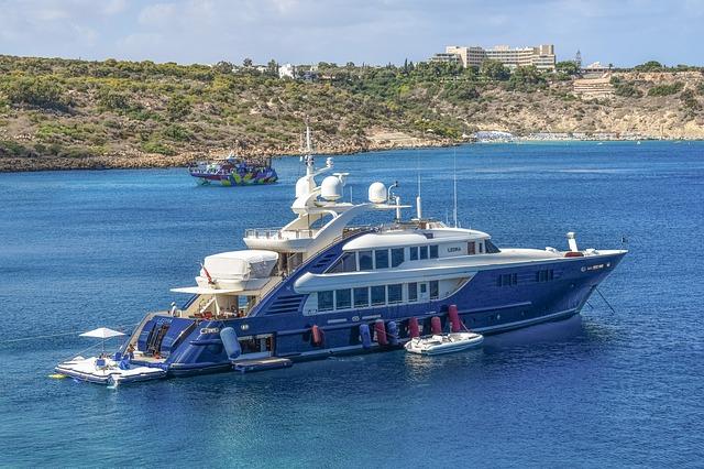 https://pixabay.com/de/photos/yacht-luxus-meer-lebensstil-2796765/